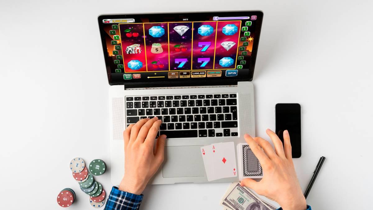 Как играть в слоты бесплатно на стационарных устройствах и смартфонах